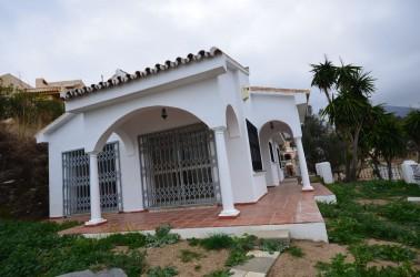 Вилла в Беналмадене, 3 спальни, с видом на море