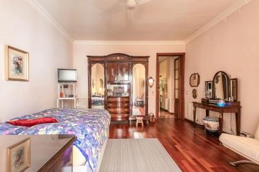 Квартира в Барселоне в доме классической постройки