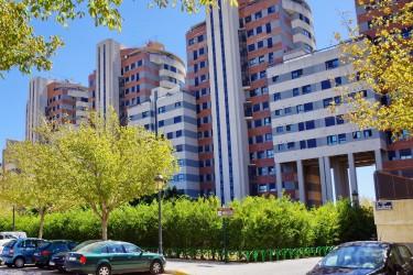 Недорогие апартаменты в закрытом комплексе в 3,8 км от центра Валенсии